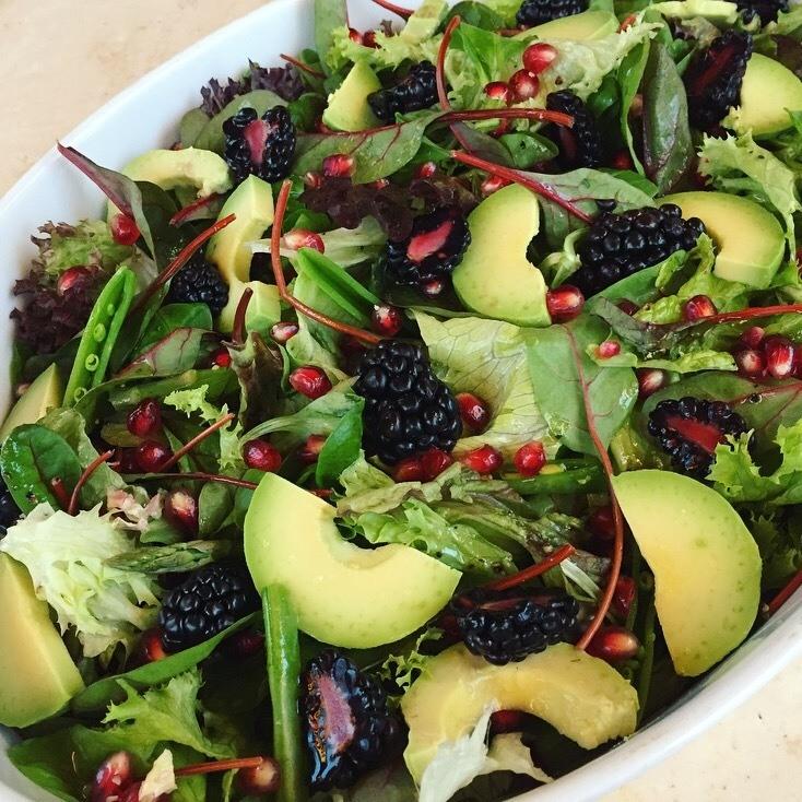 salat-med-brombaer-og-granataeble
