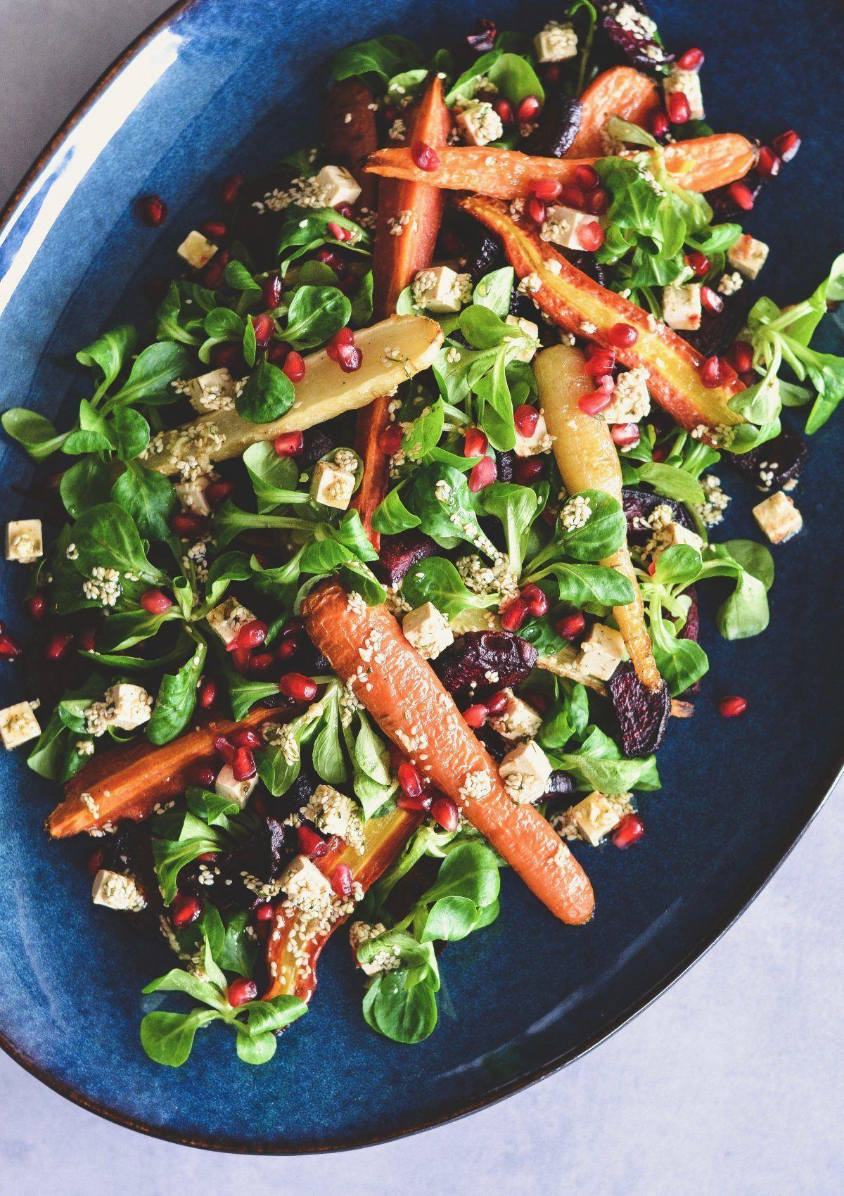 Bagt-rodfrugtsalat-med-granataeble-og-salatost