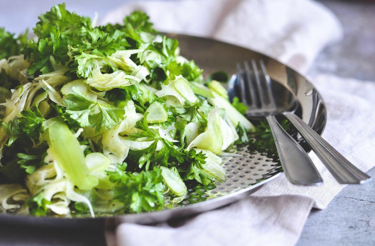 fennikelsalat-med-agurk-og-persille