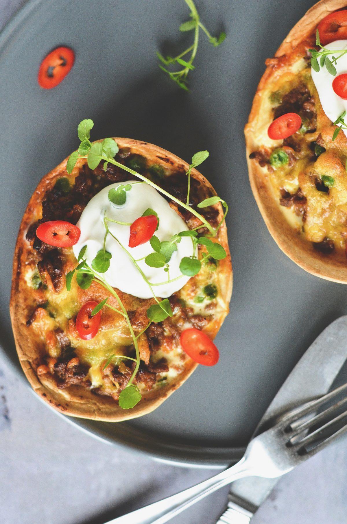 Små tacotærter med oksekød og grøntsager