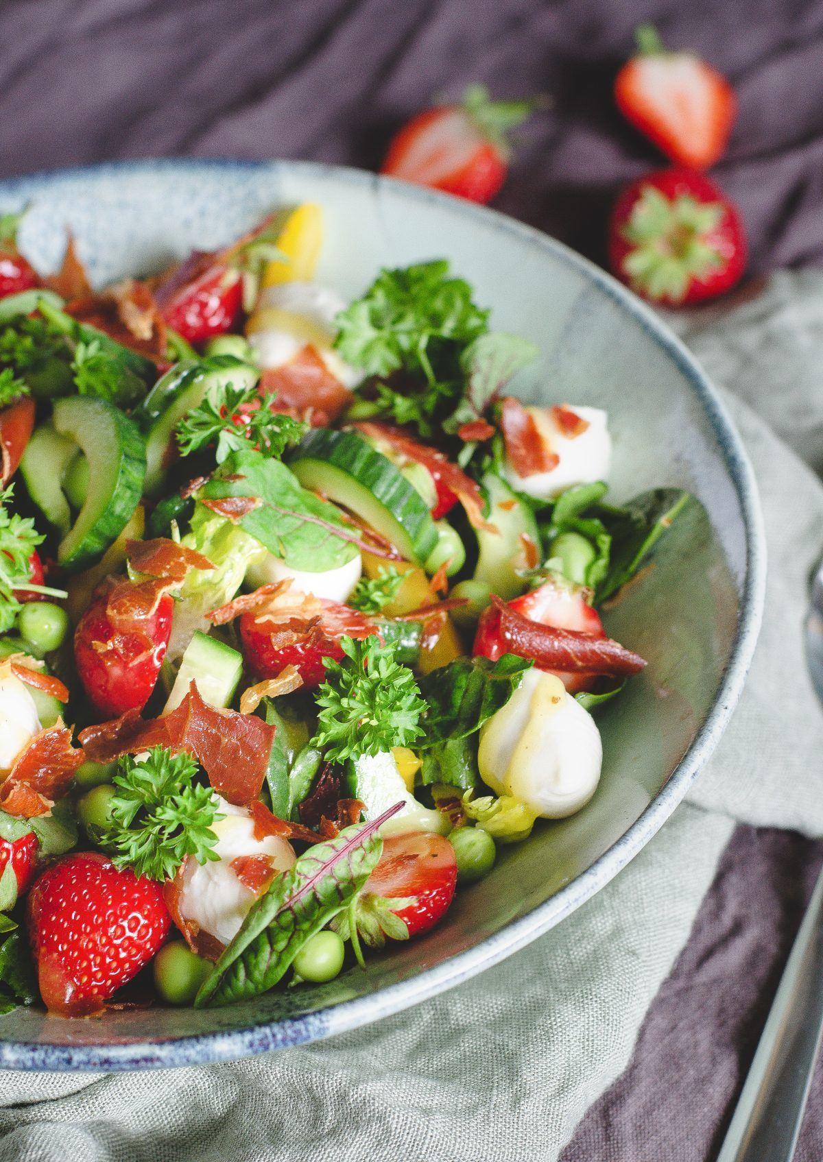 Jordbærsalat med serano og mozzarella