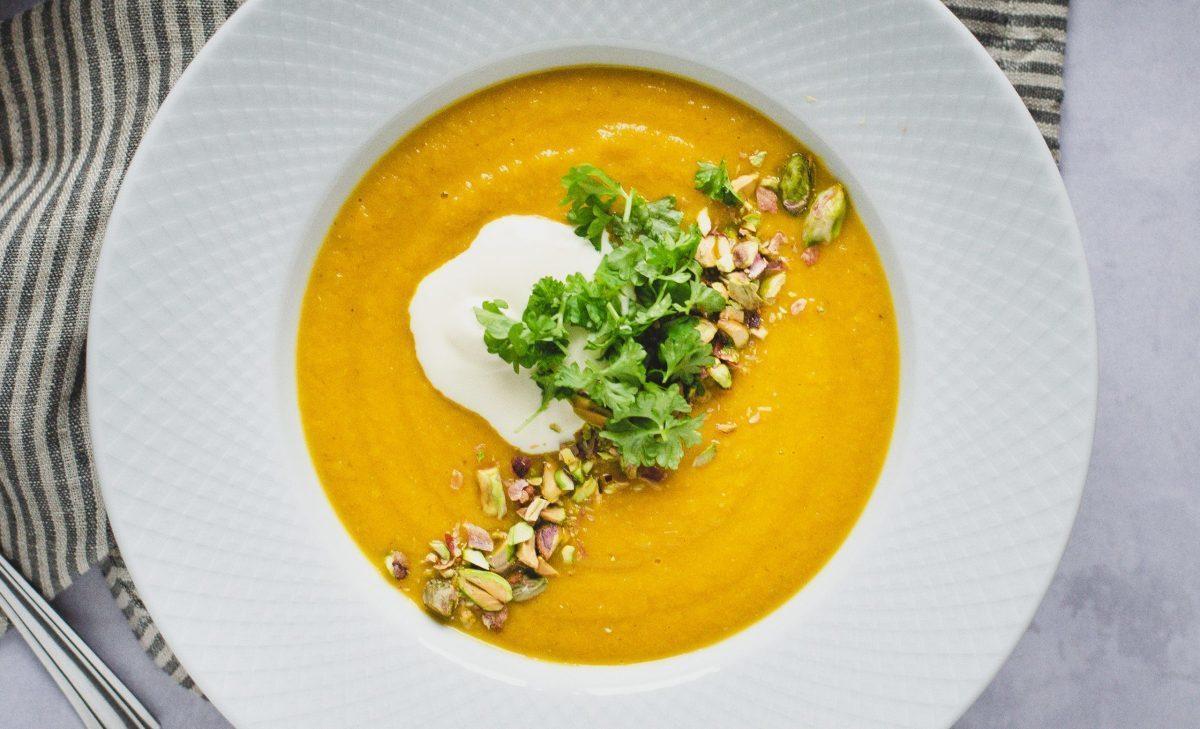 Gulerodssuppe med røde linser og pistacienødder 4