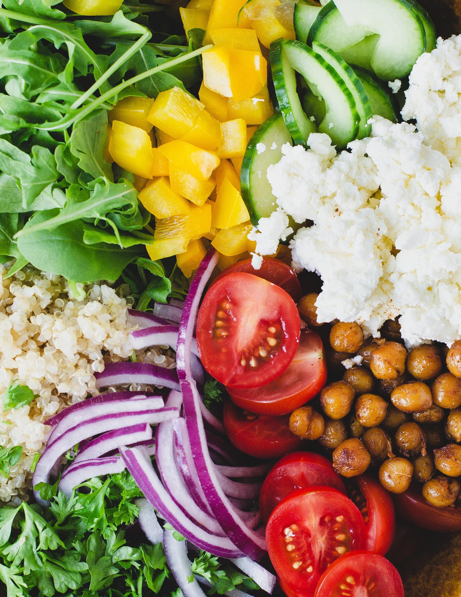Quinoa salat med ristede kikærter og fetaost 2